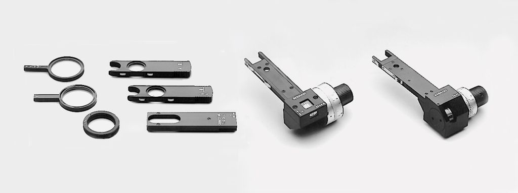 Fixed and variable compensators for measurements Leica Microsystems offers a variety of compensators that fit into the DIN compensator slot. Depending on the measurement task at hand,  fixed, rotating or tilting compensators are available.