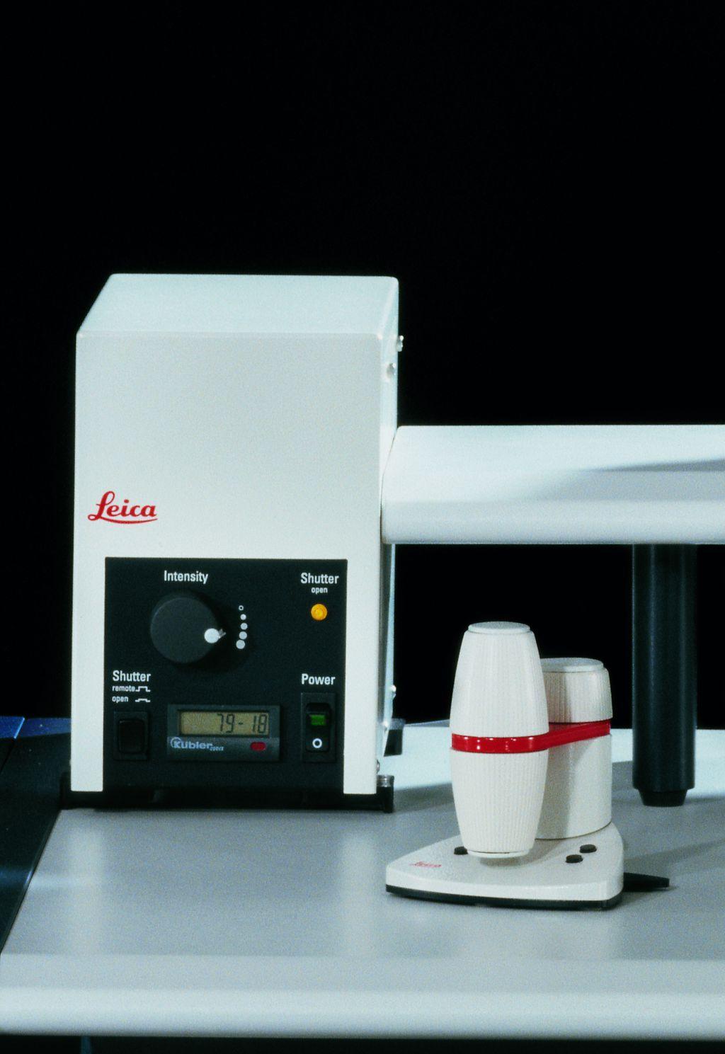 수동 조작 불필요 최대 384장의 슬라이드를 수동 조작할 필요 없이 자동적으로 스캔할 수 있습니다.